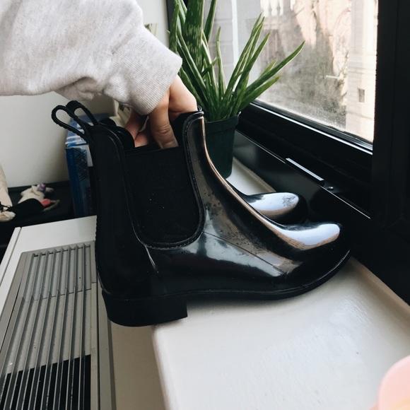 Black simple rain boots